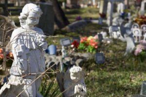 Begraafplaats met engeltjes