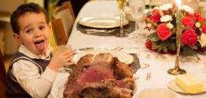 Kind vindt kerstdiner vies, steekt tong uit, Ouders van Nature.nl